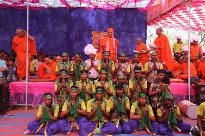 His Divine Holiness Acharya Swamishree blesses disciples that took part in the acrobatic dance performances
