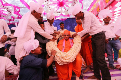 Disciples offer another huge thick garland to His Divine Holiness Acharya Swamishree