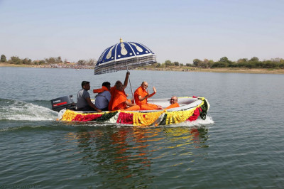 Divine darshan of Acharya Swamishree seated on the boat