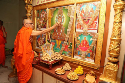 His Divine Holiness Acharya Swamishree offers sweets to Lord Shree Swaminarayan