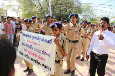 The Panchmahal Police student intake take part in the grand procession