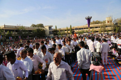 Hundreds of disciples carry gifts to offer the Lord