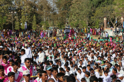 Thousands of disciples gather to celebrate