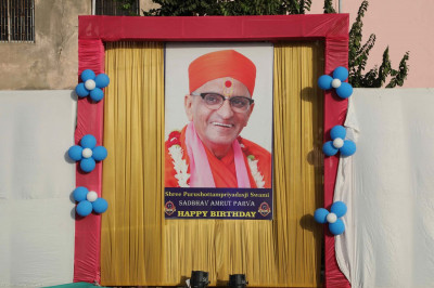 Various banners with Acharya Swamishree's divine darshan were displayed throughout the event venue at Smruti Mandir
