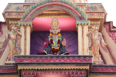 Divine darshan of Purna Purushottam Lord Shree Swaminarayan seated on the grand stage sinhasan