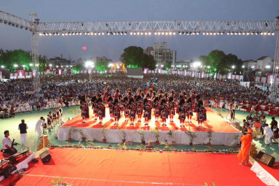 The band wows the crowd of thousands