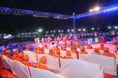 The Sant Mandal sits stage-side and watches the devotional dance performance