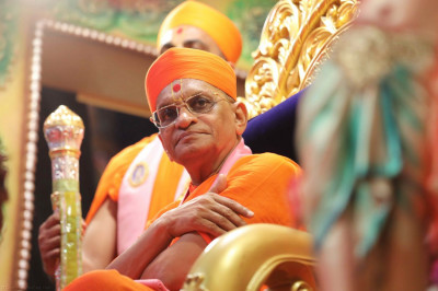 Divine darshan of Acharya Swamishree watching the devotional dance performance