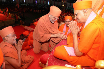 Shree Prem Swami and Shree Tyagvallabh Swami from Sokhda Shree Swaminarayan Mandir and Acharya Swamishree all humbly greet one another