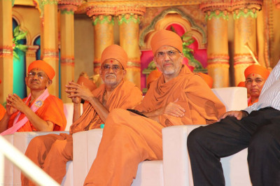 Shree Prem Swami and Shree Tyagvallabh Swami from Sokhda Shree Swaminarayan Mandir seated on stage with our Sant Mandal
