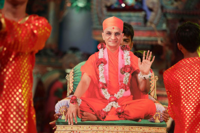 Disciples perform a devotional dance to please Lord Swamiinarayanbapa Swamibapa and Acharya Swamishree. In it, they depict the glory of Acharya Swamishree