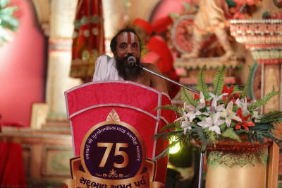 Jagannath Temple's leader, Shree Dilip Dasji Maharaj, gives a speech expressing his delight to be at Acharya Swamishree's Sadbhav Amrut Parva celebrations and praising Acharya Swamishree for His relentless efforts to spread the Sanatan Swaminarayan Faith