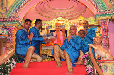 Acharya Swamishree inaugurates the newest CD album, 'Sadbhav Amrut Heli'