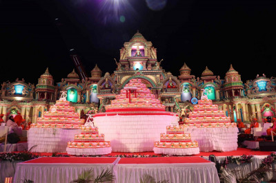 The grand cakes, which were brought down on stage by crane, for the celebrations - over 3,000 kgs of  butter was used in the making of the cakes, which were distributed as prasad to all attendees