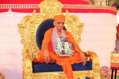 Divine darshan of Acharya Swamishree on this auspicious occasion
