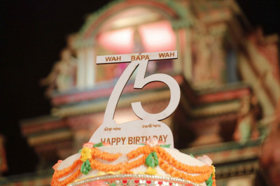 The grand cake topper depicting the words 'Wah, Bapa, Wah'