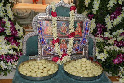 Penda are offered to Lord Swaminarayanbapa Swamibapa and His divine spiritual lineage on this very special day