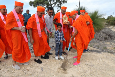 His Divine Holiness Acharya Swamishree performs the ground breaking ceremony