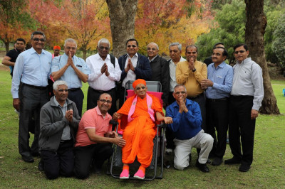 His Divine Holiness Acharya Swamishree blesses disciples from America