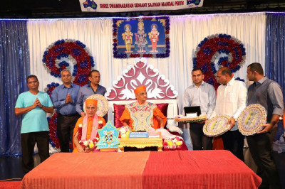 His Divine Holiness Acharya Swamishree blesses discipes who have sponsored the scripture recitals