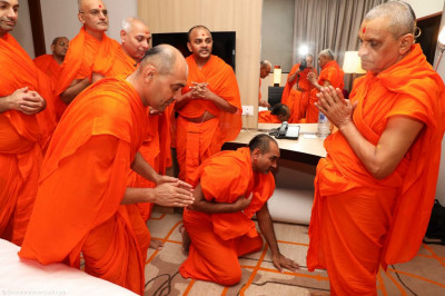 His Divine Holiness Acharya Swamishree blesses each sant