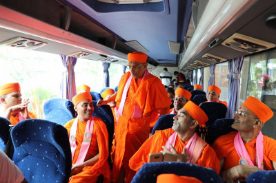 Divine darshan of Acharya Swamishree blessing sants on of the coaches