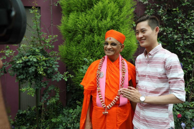 His Divine Holiness Acharya Swamishree blesses a visitor to the centre