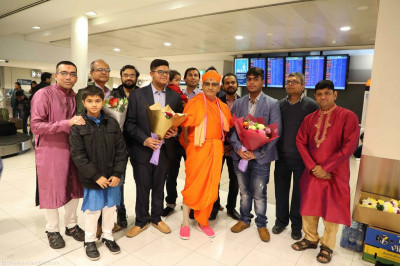 His Divine Holiness Acharya Swamishree blesses the disciples of Sydney