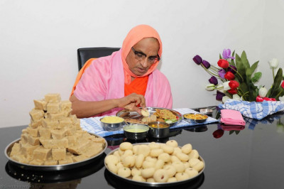His Divine Holiness Acharya Swamishree dines at a disciples home