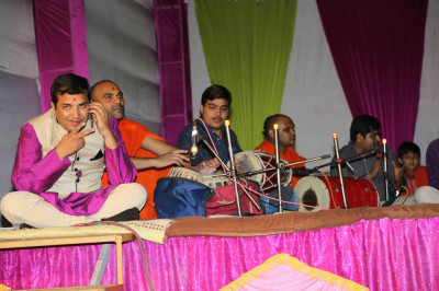 Sants and disciples perform traditional and modern devotional songs during the evening concert to please the Lord