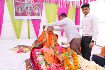 Disciples present a garland made from cardamom to His Divine Holiness Acharya Swamishree