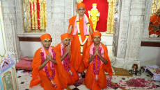Acharya Swamishree Maharaj Initiates New Sants