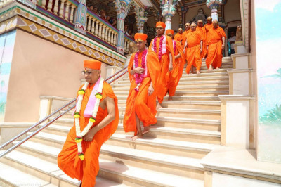 His Divine Holiness Acharya Swamishree leads the sants down the steps of Shree Swaminarayan Mandir Maninagar