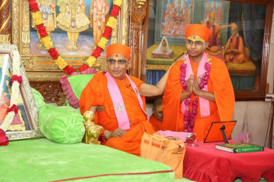 His Divine Holiness Acharya Swamishree blesses the new sant