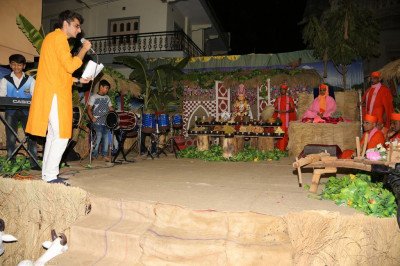 Disciples perform devotional songs to please Lord Shree Swaminarayanbapa Swamibapa