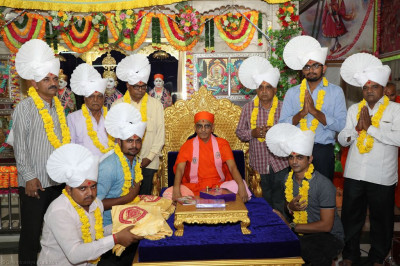 His Divine Holiness Acharya Swamishree blesses disciples adorned in paag