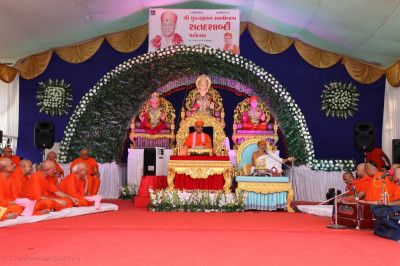 Shree Jagatguru Bhagwati Keshavbhavani Maharaj gives a speech