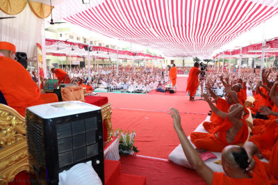 Hundreds of disciples listen to Acharya Swamishree Maharaj's ashirwad