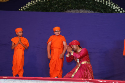 Acharya Swamishree Maharaj watches the performance
