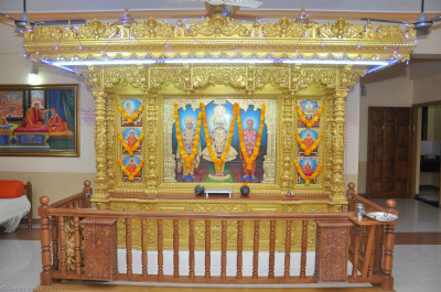 Divine darshan of Lord Shree Swaminarayannbapa Swamibapa at Shree Swaminarayan Mandir Sukhpar