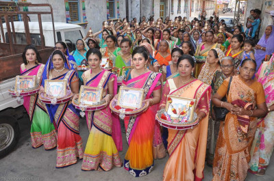 Disciples carry gifts for Lord Shree Swaminarayan