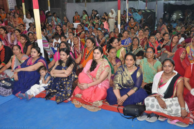 Hundreds of disciples gather to enjoy the evening programme
