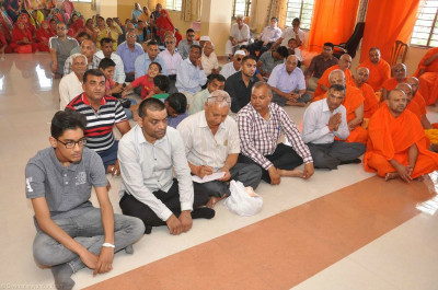 Sants and hundreds of disciples gather to celebrate at Shree Swaminarayan Mandir Sukhpar