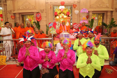 His Divine Holiness Acharya Swamishree blesses disciples who took part in the dance
