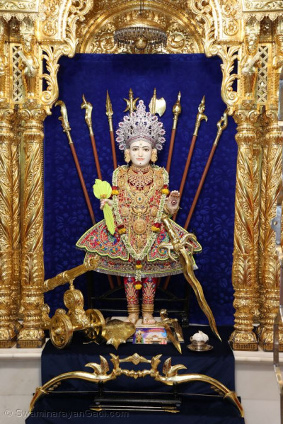 Divine darshan of Lord Swaminarayan in Maninagar Mandir
