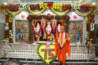 Divine darshan of Acharya Swamishree with  Lord Shree Swaminarayan, Jeevanpran Shree Abji Bapashree and Jeevanpran Shree Muktajeevan Swamibapa