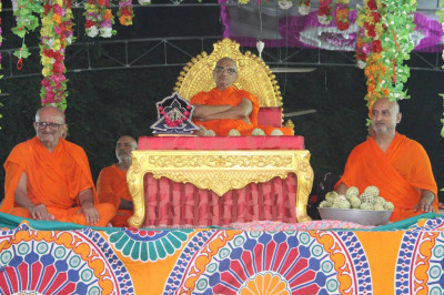 Divine darshan of His Divine Holiness Acharya Swamishree seated on the stage