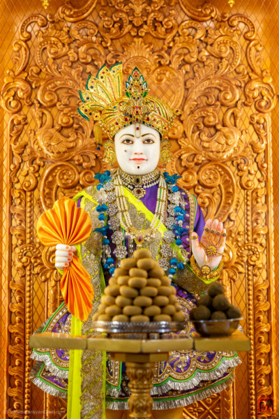 Divine darshan of Lord Shree Swaminarayan dining on delicious Indian sweets
