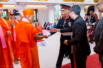 Lord Lieutenant Sir Kenneth Olisa OBE, Her Majesty's representative for Greater London meets Acharya Swamishree Maharaj