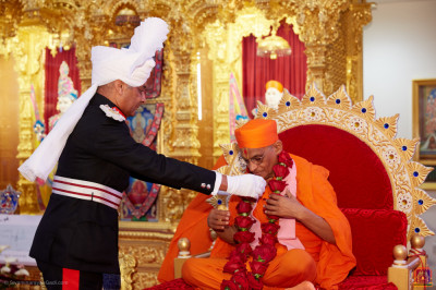 Lord Lieutenant Sir Kenneth Olisa OBE, Her Majesty's representative for Greater London offers a garland of red roses to Acharya Swamishree Maharaj